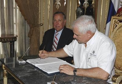 steuerreform_unterzeichnet.jpg