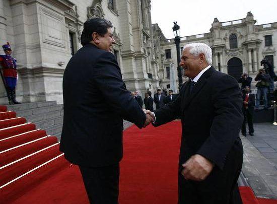 alan_garcia_saluda_al_presidente_martinelli.jpg